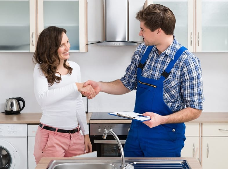 a fast plumber providing emergency plumbing services to a woman