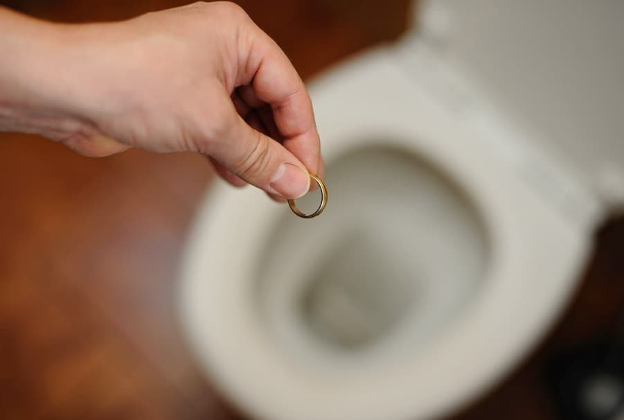 how to remove wedding ring from the toilet